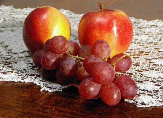 Apples and grape, Muscio