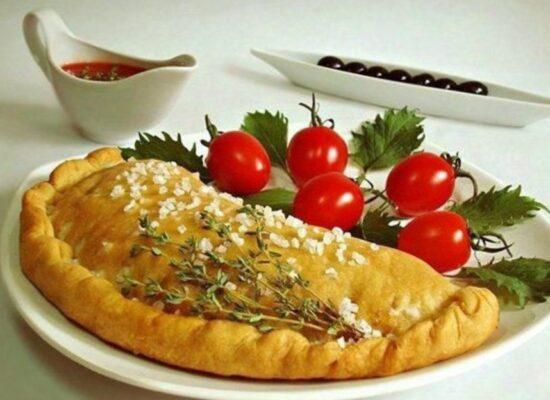 Calzone - tomato sauce, mozzarella, ham, mushrooms