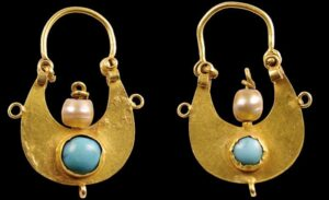 Crescent-Shaped Earrings, 11th–12th century, Dvin, The Metropolitan Museum of Art, New York, USA
