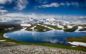 Gegama Volcanic Range (3597 м) and Lake Achna/Akna Lich