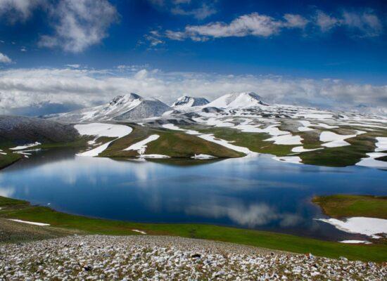 Gegama Volcanic Range, 3597 m and Lake Achna/Akna Lich