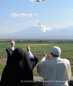Catholicos Garegin II and Pope Francis, Armenia, Khor Virap