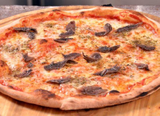 Pizza alla Romana - tomato sauce, mozzarella, anchovies