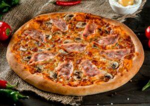 Prosciutto e funghi - tomato sauce, mozzarella, ham, mushrooms