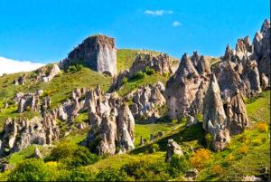 Stone Pyramids_in_Goris