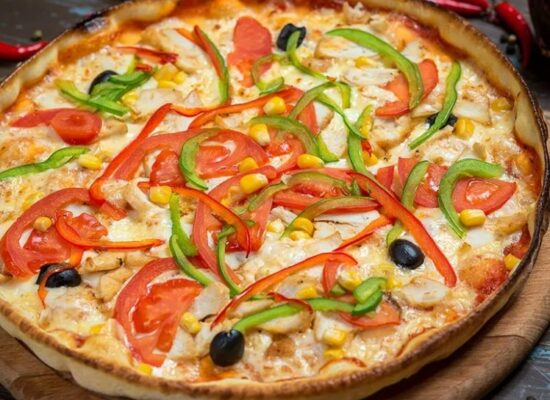 Vegetariana - tomato sauce, mozzarella and veggies